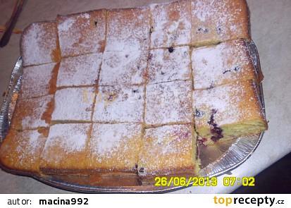 Hrníčkový koláč s rybízem