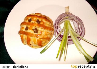 Nenápadný Hermelín s karamelizovanou cibulkou