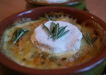 Rozmarýnové gratinované brambory s hermelínovým kloboučkem
