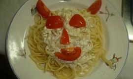 Špagety se smetanou a nivou