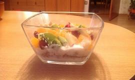 Domácí jogurt s ovocem a müsli
