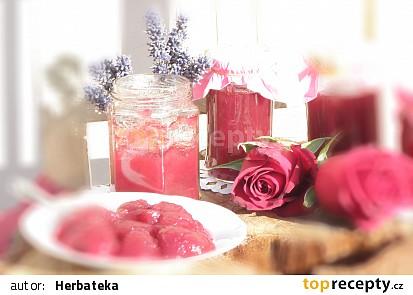 Džem z okvětních lístků růží s květy levandule