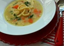 Fazolová polévka s lokšemi