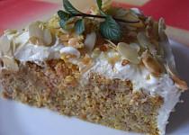 Mrkvový dort s mandlemi a krémem