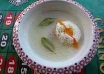 Polévka nakyselo se ztraceným vejcem