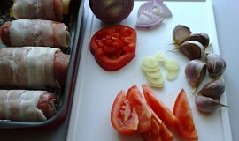Vepřové rolky zapečené s rajčaty