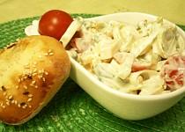 Zeleninový salát se sýrem a smetanovou zálivkou