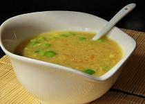 Asijská kuřecí polévka s kukuřicí