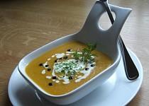 Asijská mrkvová krémová polévka