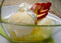 Horké jablko se zmrzlinou