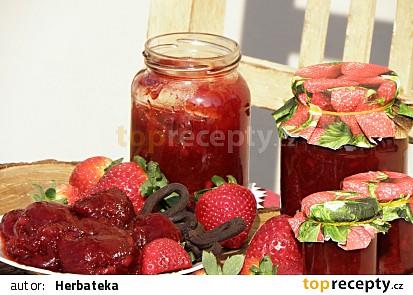Jahodový džem s granátovým jablkem