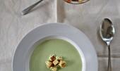 Hrášková polévka s krutony