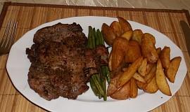 Krkovička na steakovém pepři s fazolkami a brambory