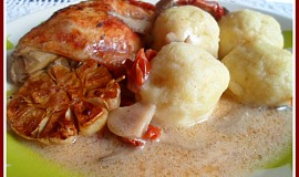 Kuřecí stehna na sušených rajčatech, hlívě a česneku