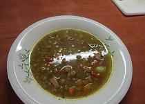 Ostrá thajská čočková polévka