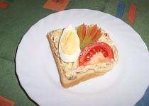 Pomazánka z brambor, žervé, rajčat a vajíček