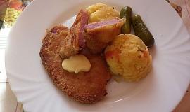 Řízek z uzené krkovice a šťouchané brambory s červenou paprikou