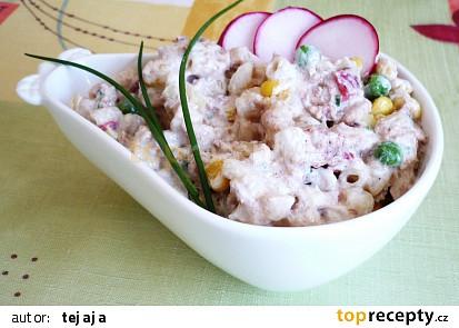 Těstovinový salát s tuňákem a zálivkou z kysané smetany