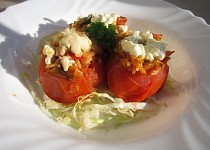 Zapečená  plněná rajčata s balkánským sýrem