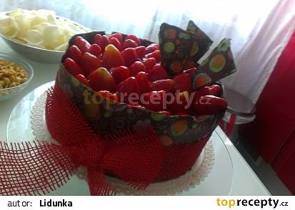 Čokoládový dort s mascarpone krémem a jahodami