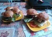 Famózní burgery +  (domácí bulky)