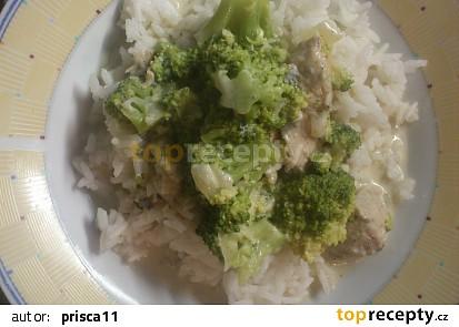 Kuřecí nudličky s omáčkou z brokolice, nivy a smetany
