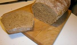 Kváskový chlieb s celozrnnou múkou a melasou