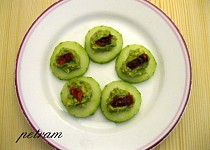 Okurkové jednohubky s avokádem