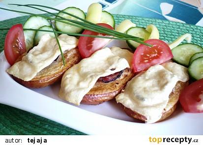 Pečené brambory se slaninou a sýrem
