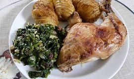 Pečená kuřecí stehna s listovým špenátem