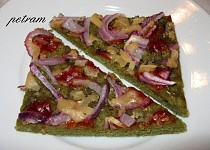Pizza z dýňové mouky s červenou cibulí (bez lepku, mléka a vajec)