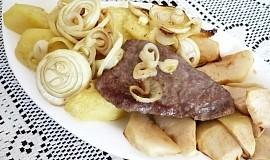Vepřové steaky s jablky a cibulí