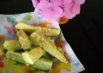Cuketové hranolky s  česnekem a parmazánem