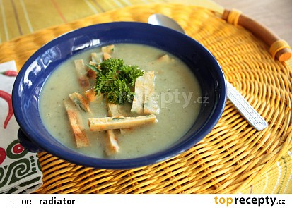 Krémová bramborovo-houbová polévka a svítek s libečkem