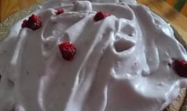 Kakaový  moučník s malinovou sněhovou čepicí