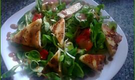 Polníčkový salát s grilovaným sýrem