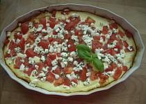 Slaný koláč s kozím sýrem a rajčaty