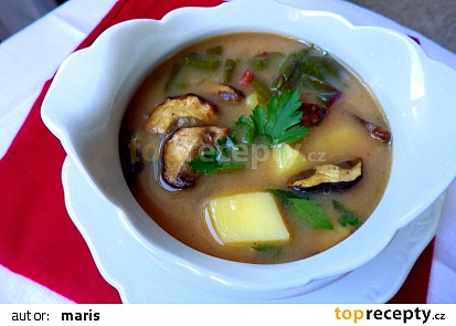 Bramborová polévka s mangoldem a houbami
