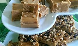Ořechové kostky s javorovým sirupem (medem)