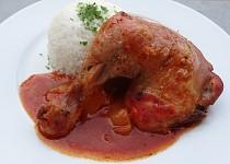 Kuřecí stehna na másle a rajčatovém pyré