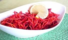 Mrkvový salát s červenou řepou