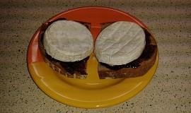 Opečený chléb s povidly a hermelínem