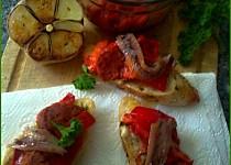 """Pikantní """"dvojhubky"""" s grilovanou paprikou a ančovičkou"""