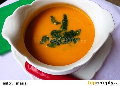 Pikantní dýňová polévka s kokosovým mlékem