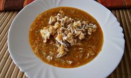 Polévka z čínského-pekingského zelí s míchanými špekovými vejci