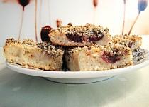 Šlehačkový koláč s makovou posýpkou