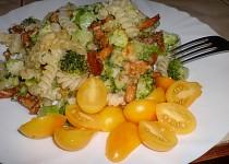 Těstoviny zapečené s liškami, brokolicí a sýrem Grana padano