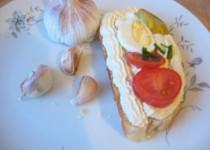Bez-mléčná pomazánka česneková