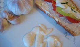 Bez-mléčný česnekový dresing