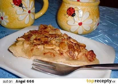 Jablečný koláč s medem a mandlemi